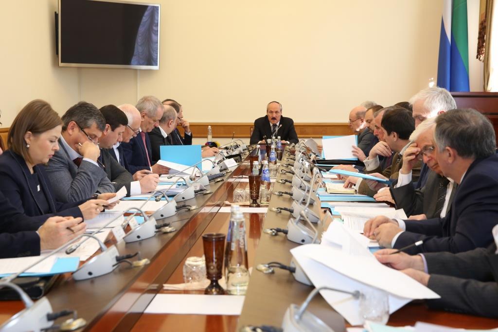 Рамазан Абдулатипов провел заседание Комиссии по координации работы по противодействию коррупции в Республике Дагестан