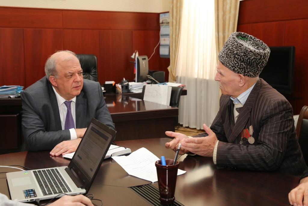 Анатолий Карибов выслушал проблемы дагестанцев