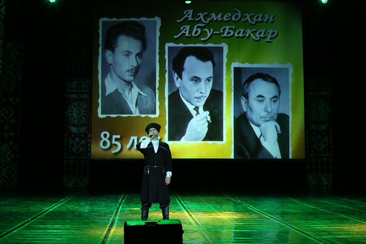 В Махачкале отметили 85-летие народного писателя Дагестана Ахмедхана Абу-Бакара