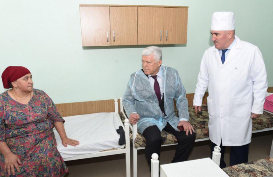 Хизри Шихсаидов посетил клиническую больницу №1