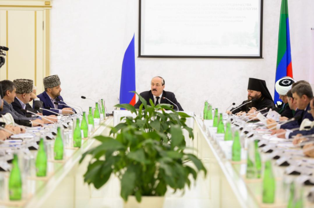 В Махачкале проходит Всероссийская конференция «Опыт межрелигиозного диалога и сотрудничества традиционных конфессий в противодействии идеологии экстремизма и терроризма»
