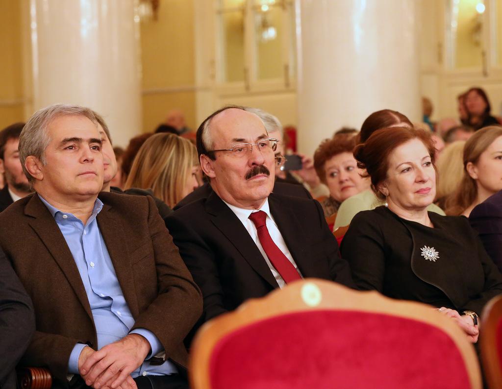 Глава Дагестана посетил юбилейный концерт народного артиста России Заура Тутова