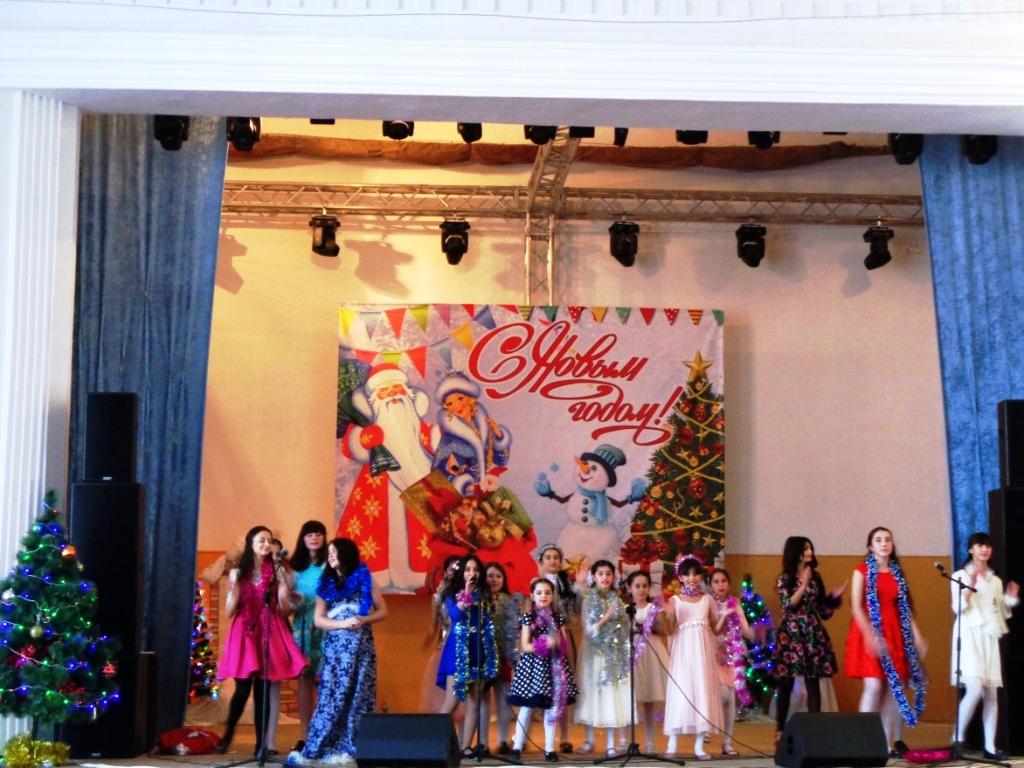 В преддверии Нового года дагогнинцев порадовали грандиозным праздничным концертом
