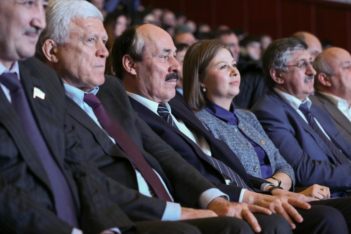 Рамазан Абдулатипов посетил концерт с участием «веселых и находчивых»