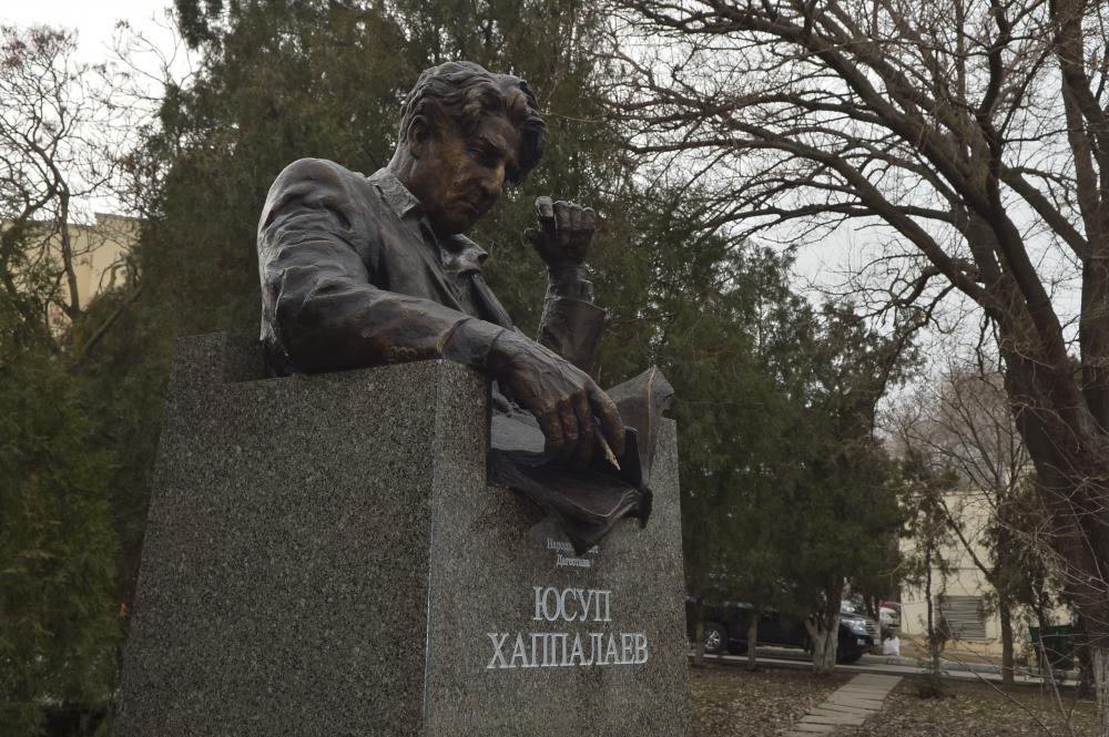 Юсупу Хаппалаеву установили  памятник на Родопском бульваре