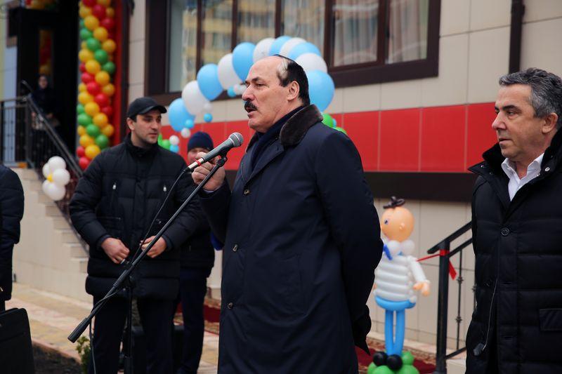 Рамазан Абдулатипов в торжественной обстановке открыл детский сад на 280 мест в Каспийске