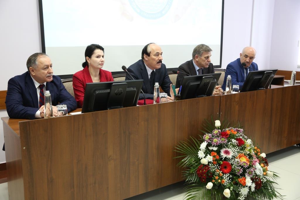 Рамазан Абдулатипов посетил столичную клиническую больницу №1