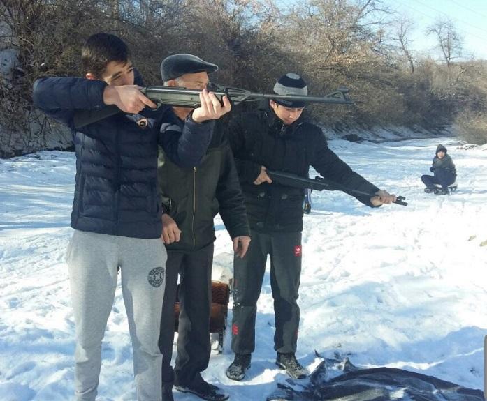 В Буйнакском районе провели зимнюю олимпиаду по санному биатлону