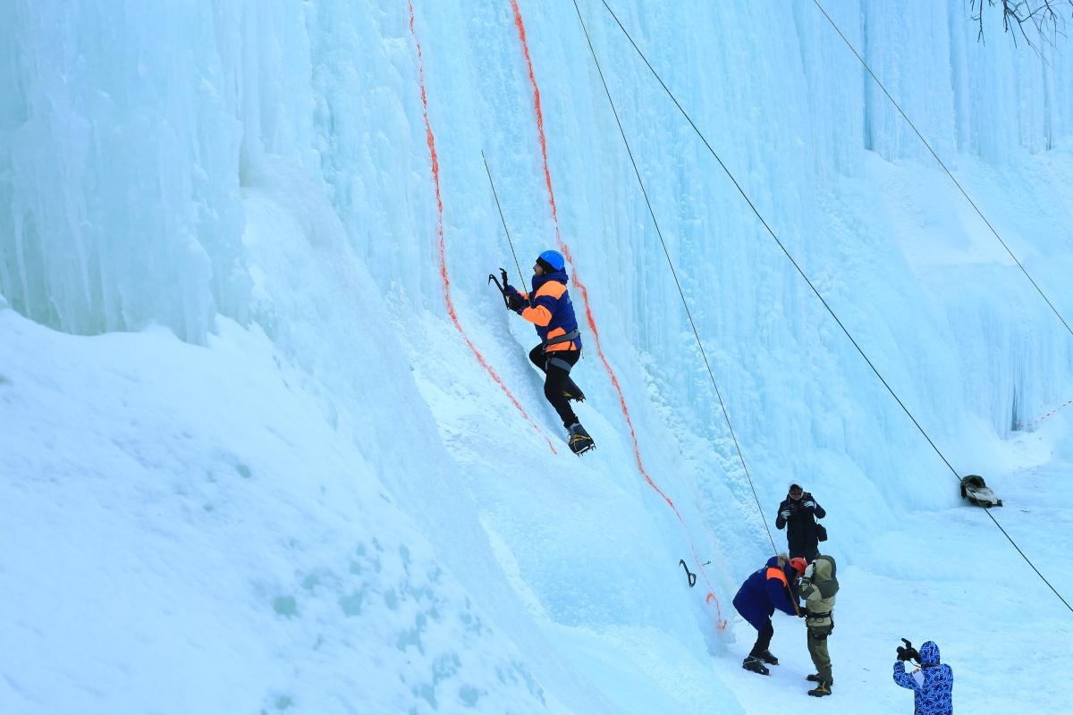 Покорители ледовых вертикалей