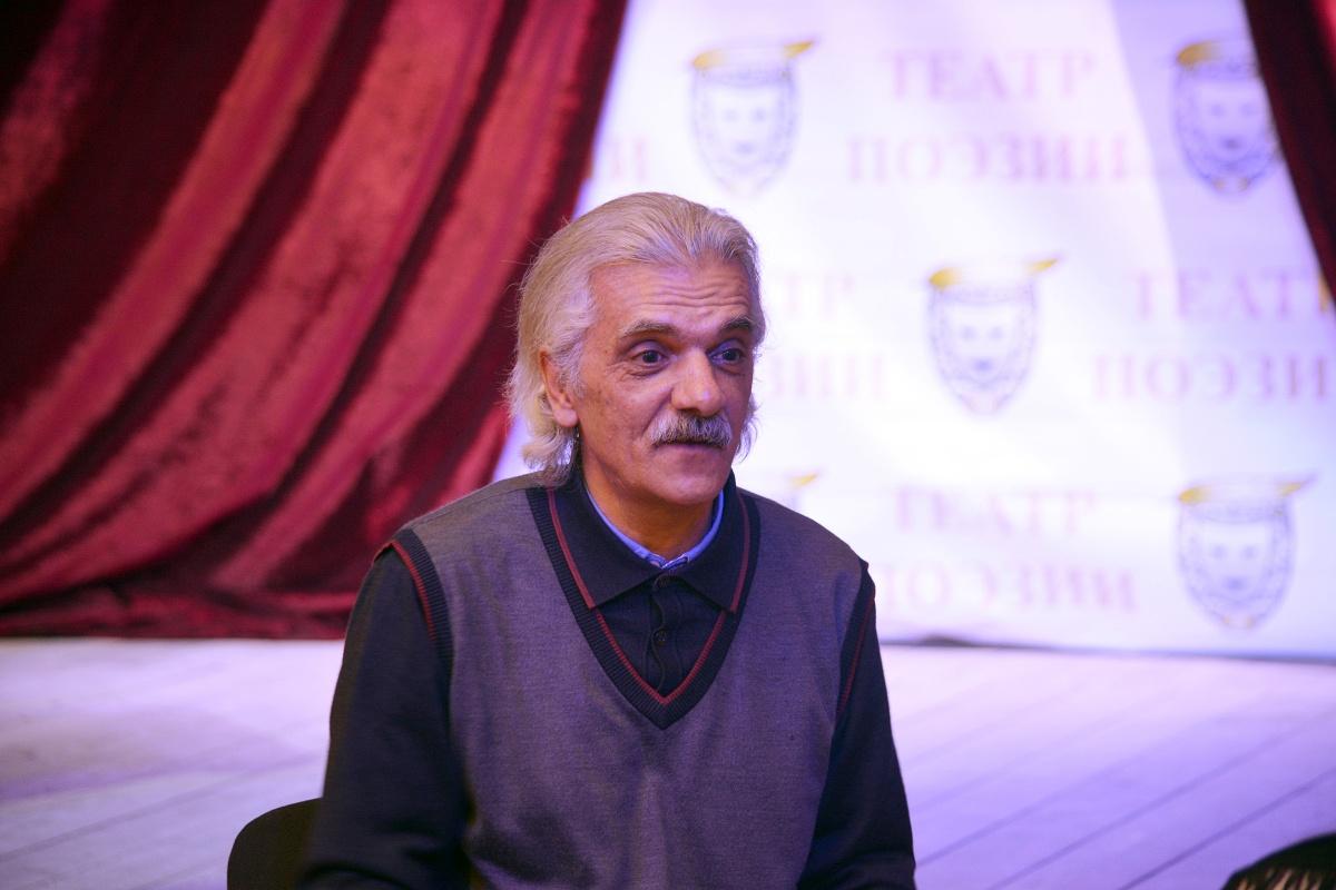 В Театре поэзии состоялся поэтический семинар с участием Гаджикурбана Расулова