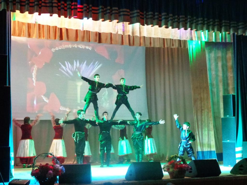 В преддверии 8 Марта дагогнинцев порадовали праздничным концертом