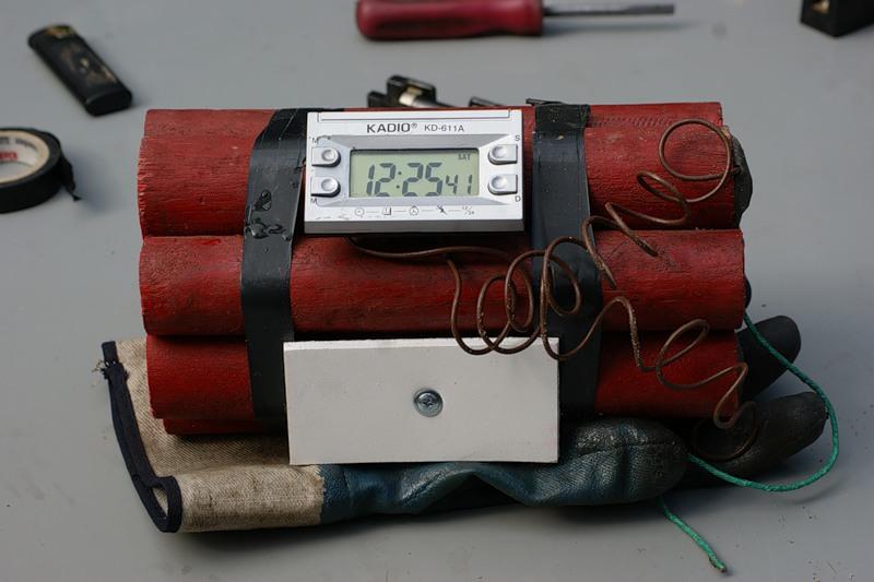 В дагестанском Дербенте обезвредили бомбу у школы