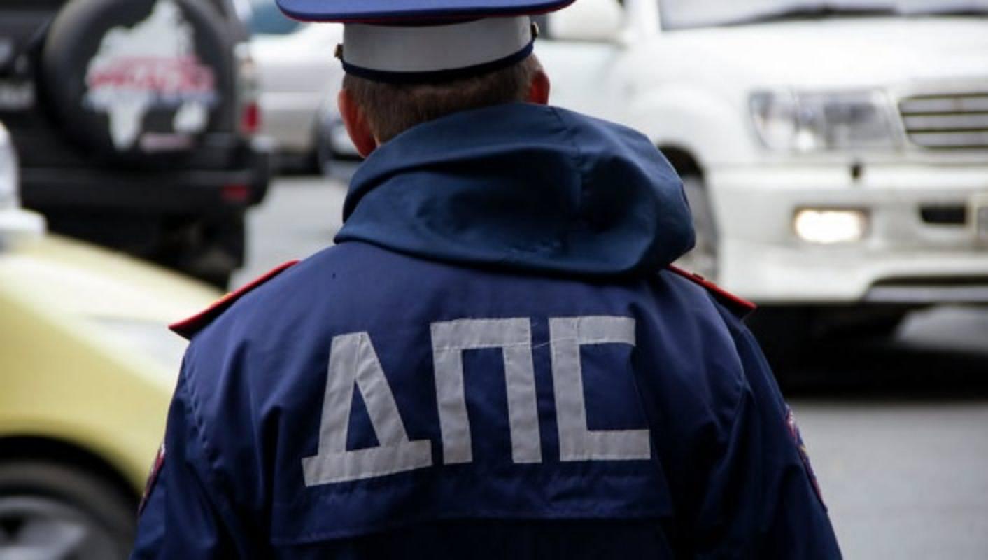 Полицейские вымогали у пьяного водителя 10 тысяч рублей
