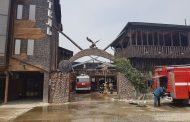 В Дагестане горит ресторан «Царский двор» (видео)
