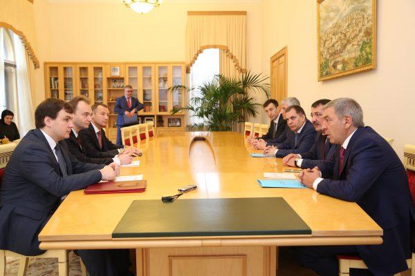 Абдусамад Гамидов провел встречу с заместителем главы Минэкономразвития России Саввой Шиповым