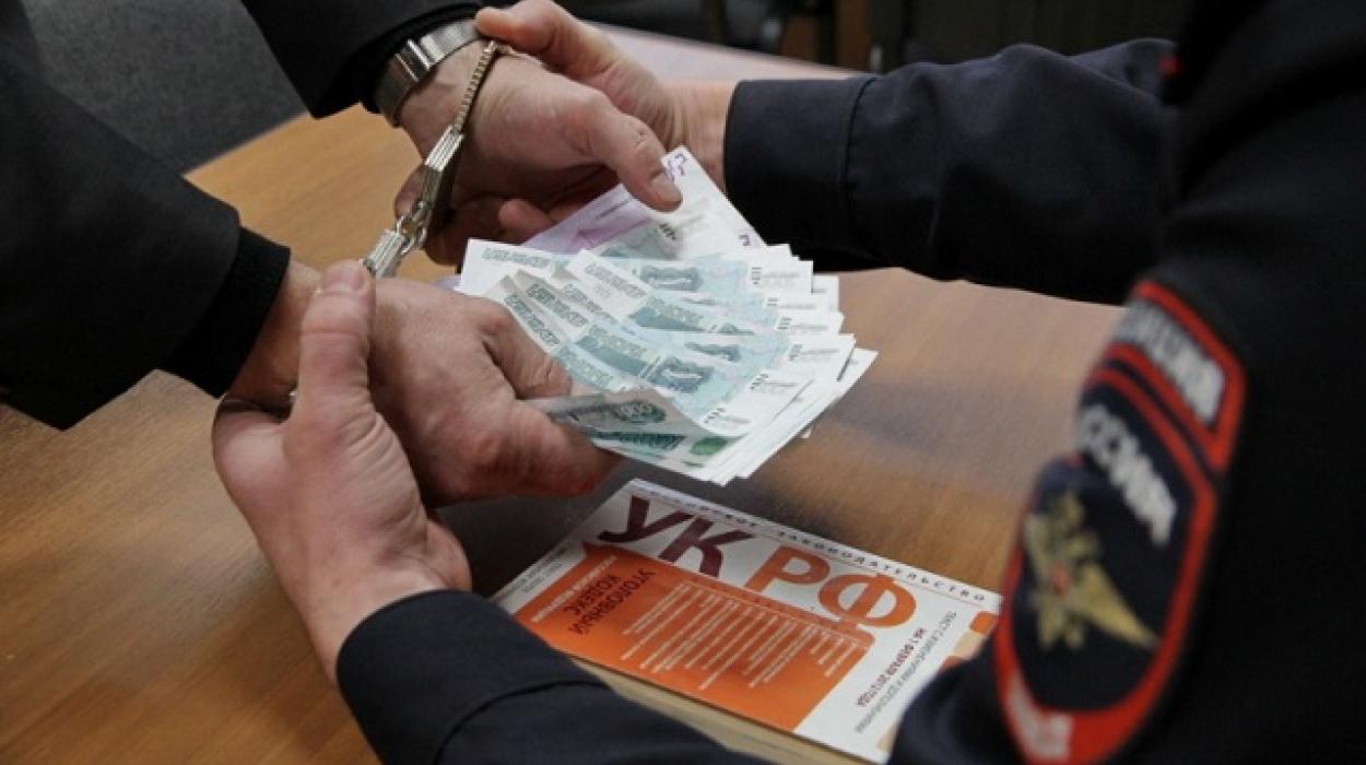 Налоговый инспектор в Дагестане попался на взятке
