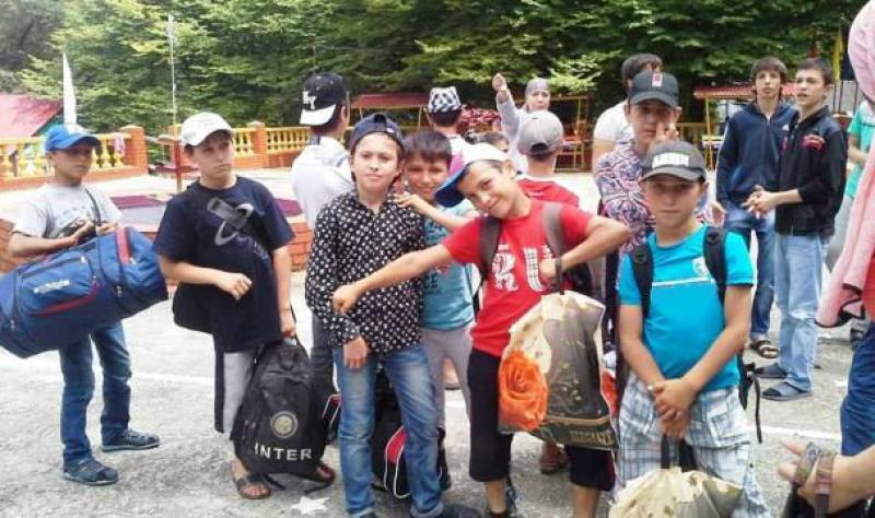 Дагестанские министры побывали в детских лагерях