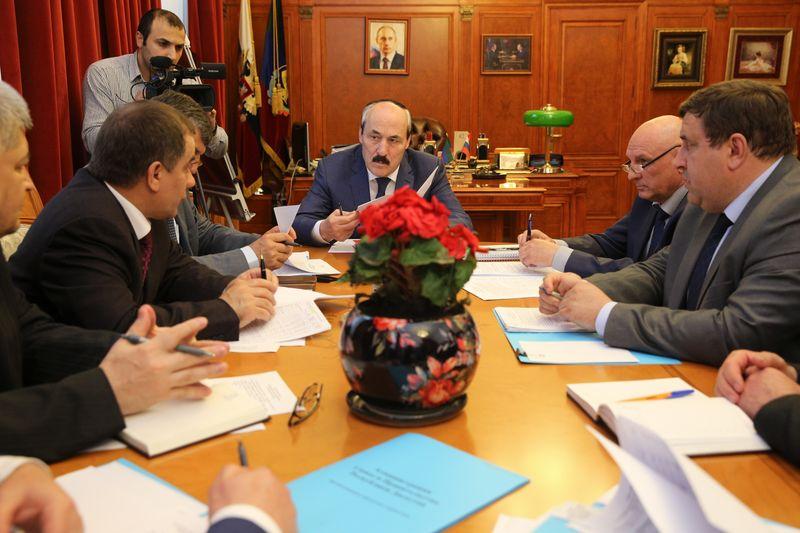 Абдулатипов встретился с главами Тарумовского и Кизлярского районов