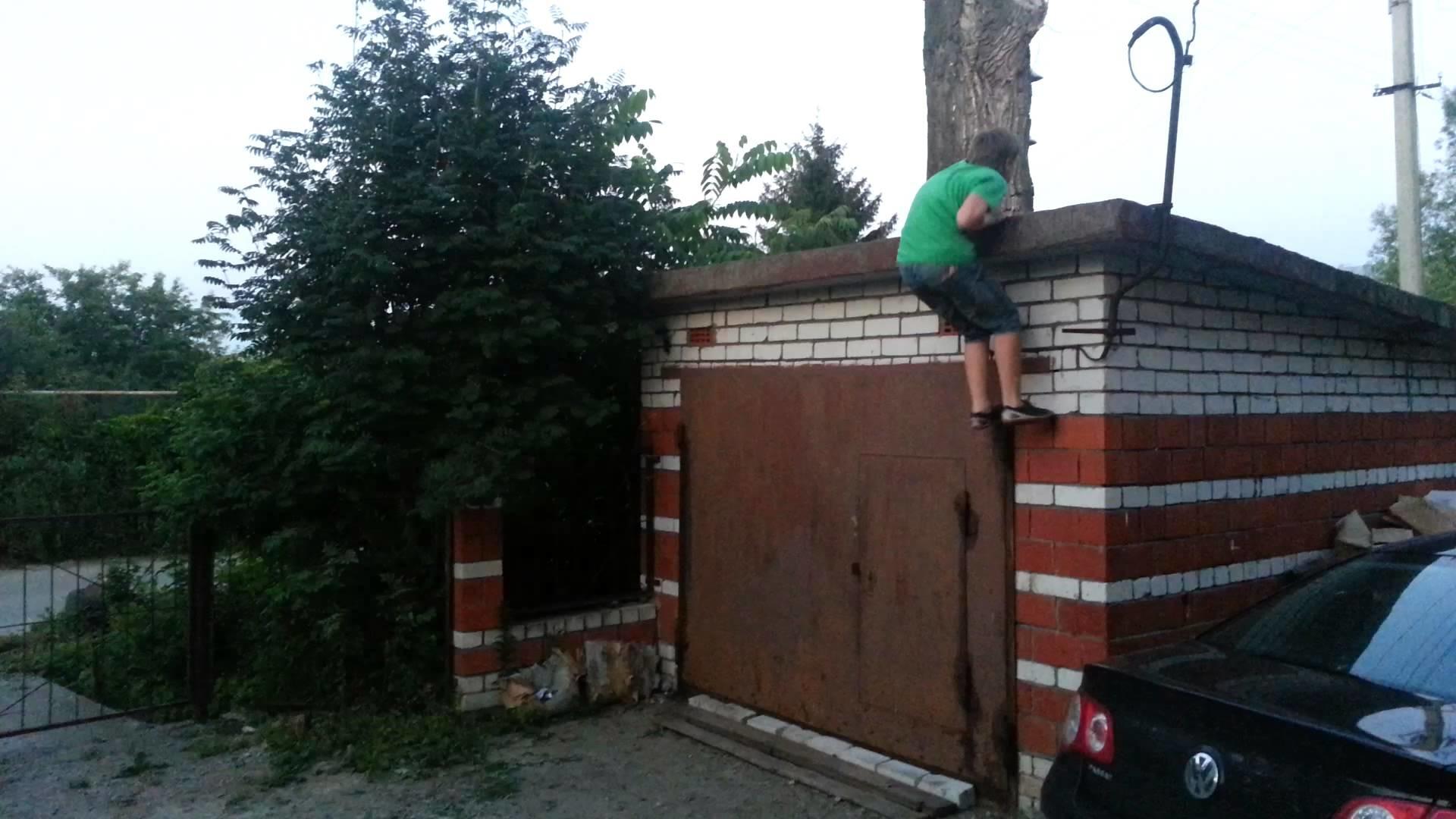 В Дагестане задержан подозреваемый в обстреле ребенка за кражу алычи