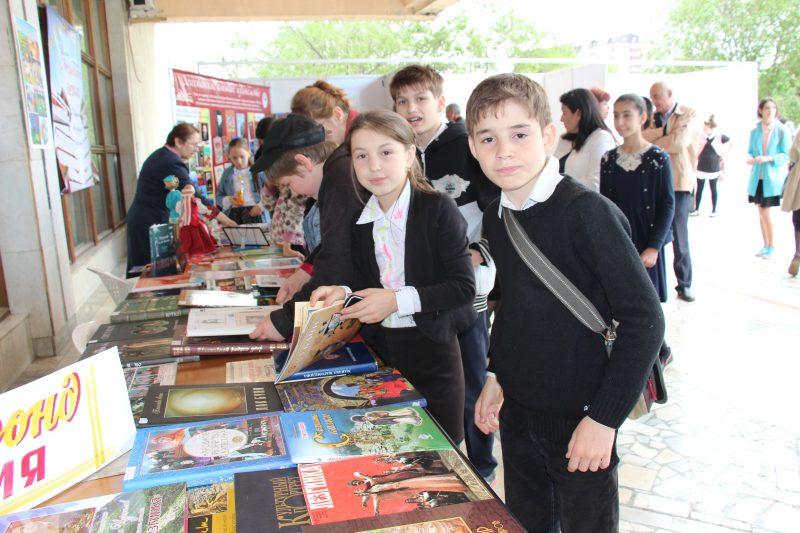 В Махачкале проходит книжный фестиваль