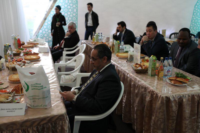 1500 человек ежедневно бесплатно накормит «Шатер Рамадана» в Москве