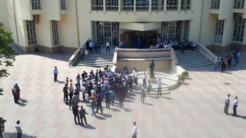 В Махачкале около 30 человек вышли на акцию против коррупции