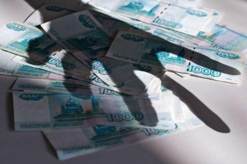В Буйнакске госслужащий и бизнеследи похитили 600 тысяч рублей