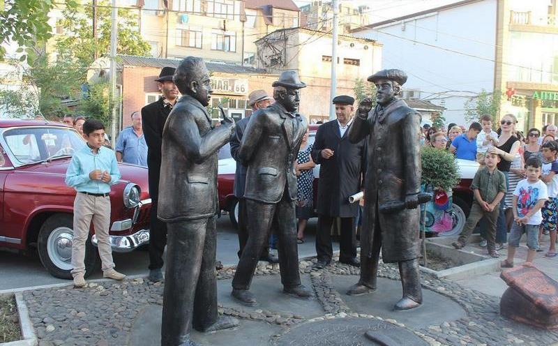 В Дербенте установили бронзовые скульптуры