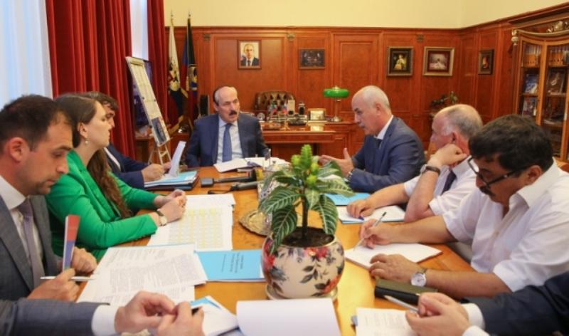 Рамазан Абдулатипов встретился с главами Избербаша и Каякентского района