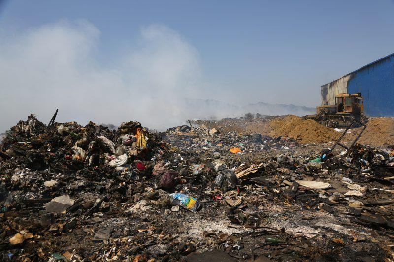 Пожар на свалке в Каспийске потушен