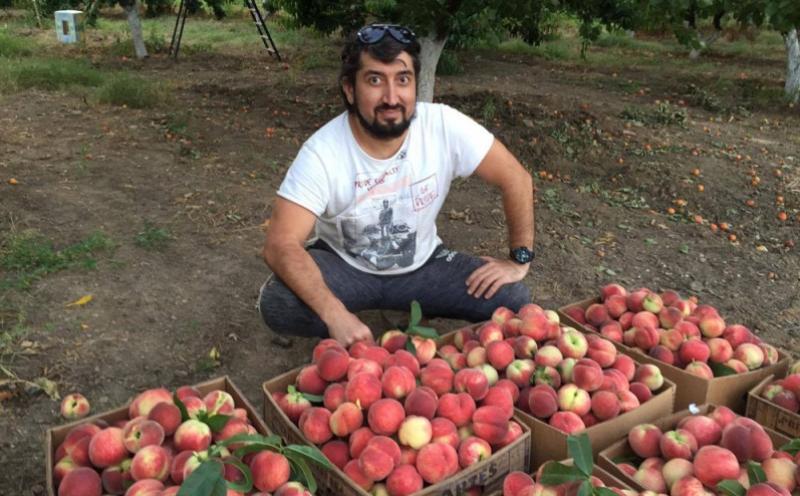 Дагестанец продает фрукты через Facebook