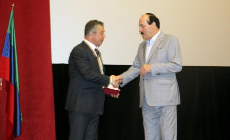 Рамазан Абдулатипов поздравил жителей Каспийска с юбилеем города