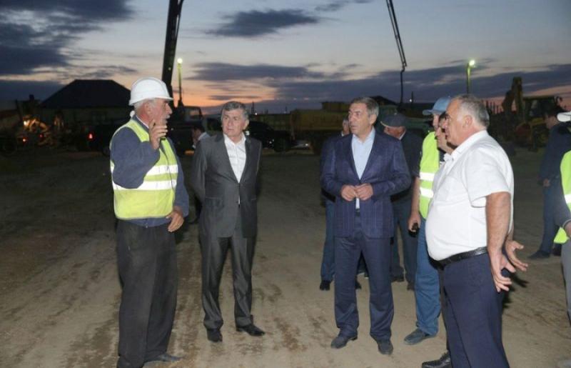 Абдусамад Гамидов проинспектировал строительство школы и детсада в селении Алмало