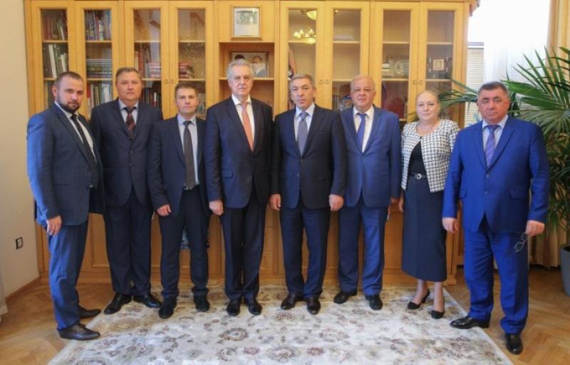 Премьер-министр Дагестана встретился с делегацией из Санкт-Петербурга