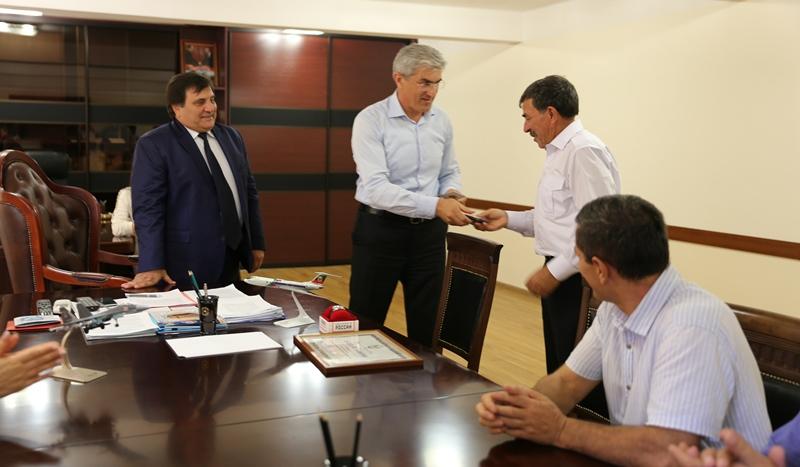 Заслуженный летчик Дагестана Гусейн Валиев удостоен еще одной государственной награды