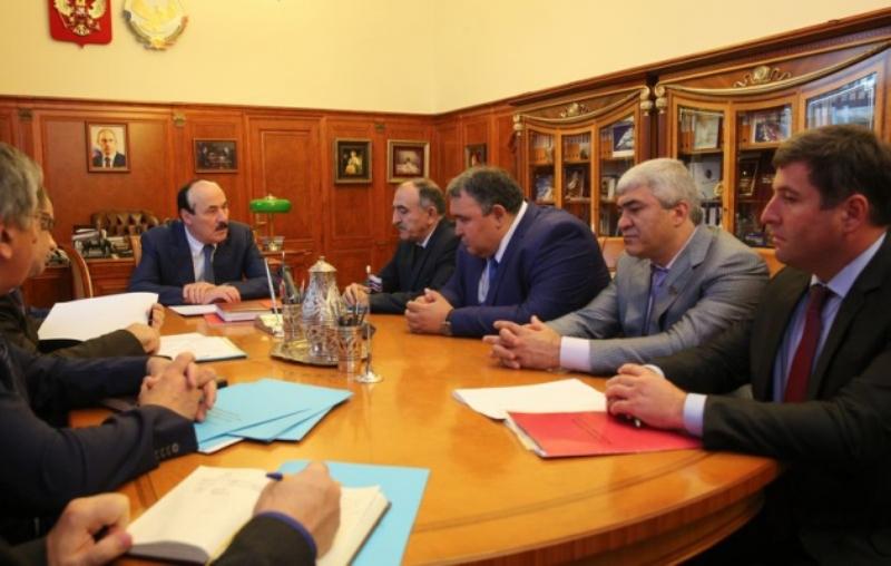Рамазан Абдулатипов встретился с избранными руководителями муниципальных образований Дагестана