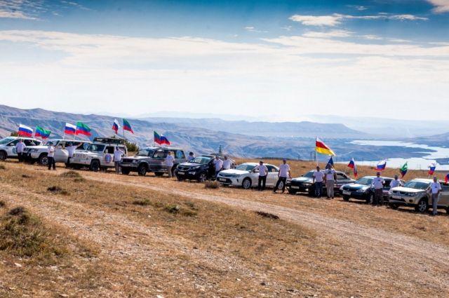 В Дагестане стартовал автопробег «Белые журавли»