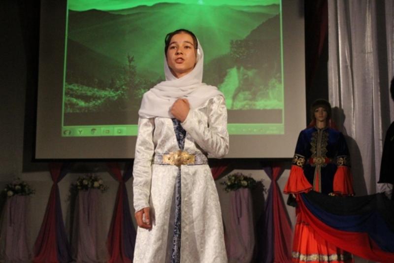 Молодые дагестанцы читают стихи о Родине