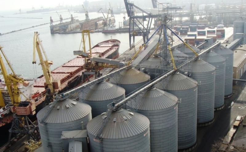 Более 220 тысяч тонн зерна отгружено через Махачкалинский морской торговый порт