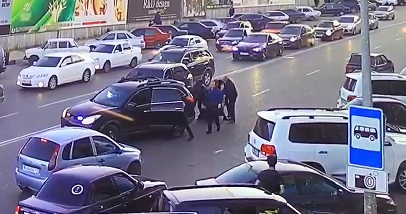 Действия охранников министра внутренних дел, избивших лихача, проверят на законность