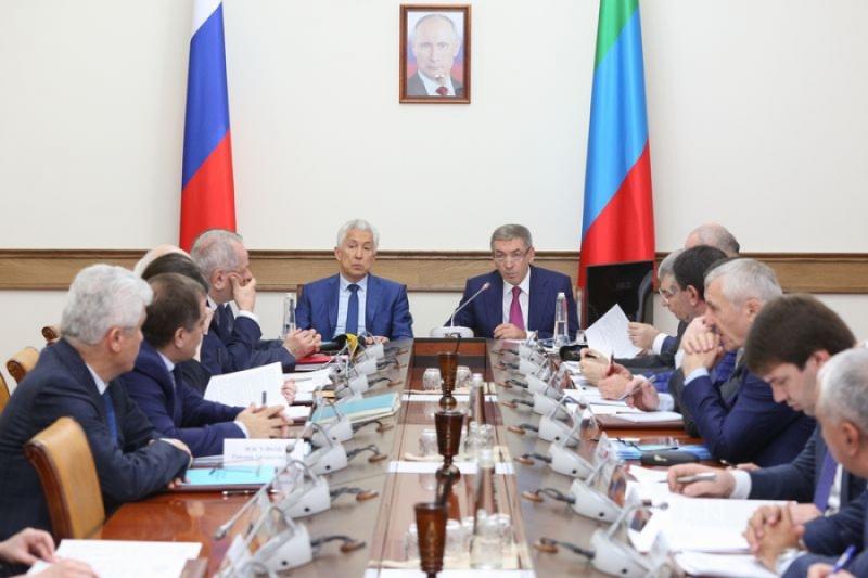 Владимир Васильев «серьезно спросит» с чиновников за проблемы в ЖКХ