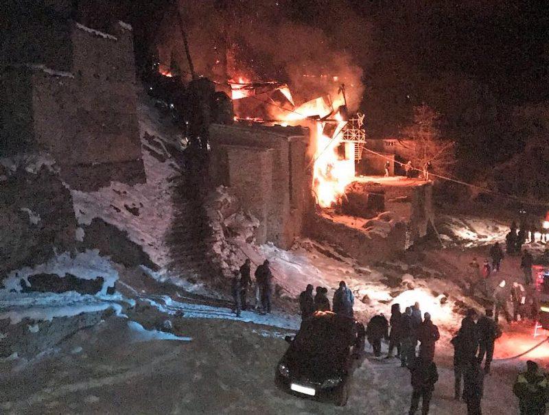 В одном из сёл Ахвахского района сгорели мечеть и три дома