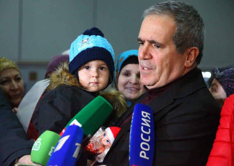 Спасенную в Ираке трехлетнюю девочку из Дагестана доставили в Грозный
