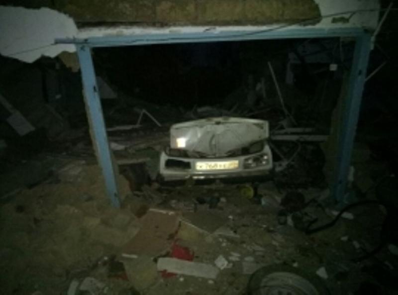 Водитель машины пострадал в результате хлопка газа в гараже