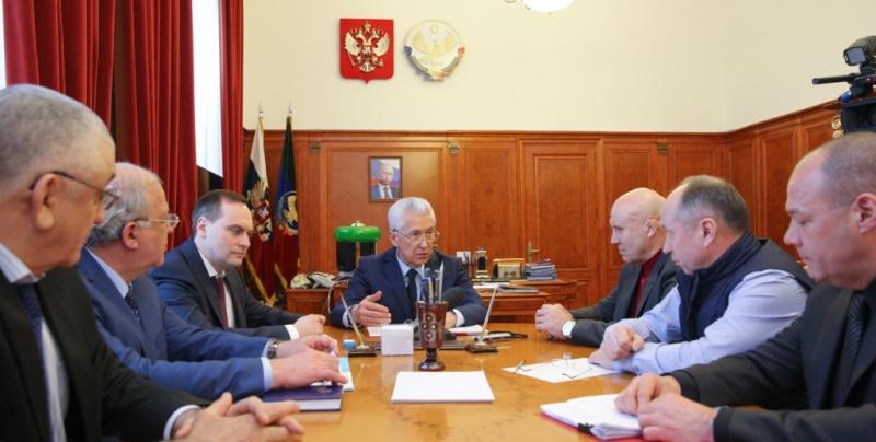 Владимир Васильев встретился с делегацией Федерации спортивной борьбы России