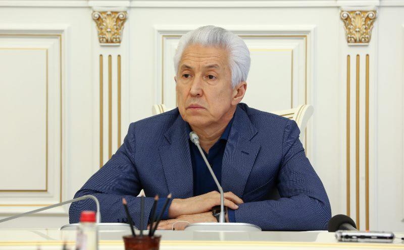Владимир Васильев предложил владельцам АЗС платить налоги
