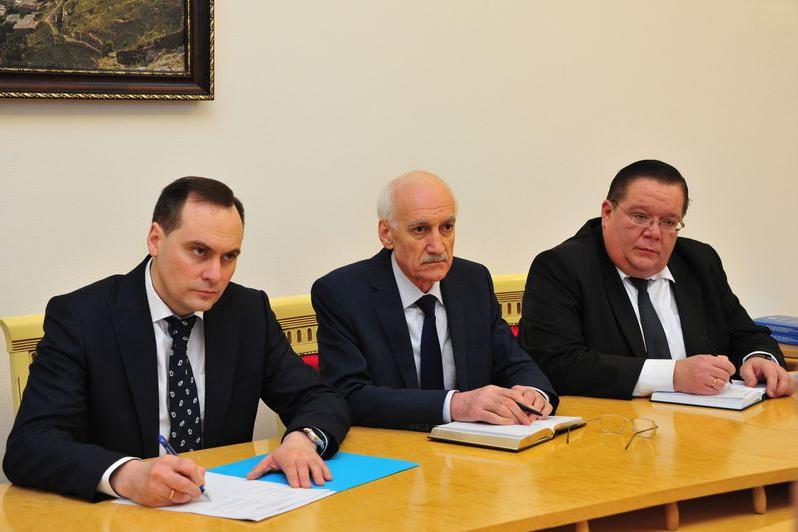 Артем Здунов встретился с командованием ЮВО и Каспийской флотилии