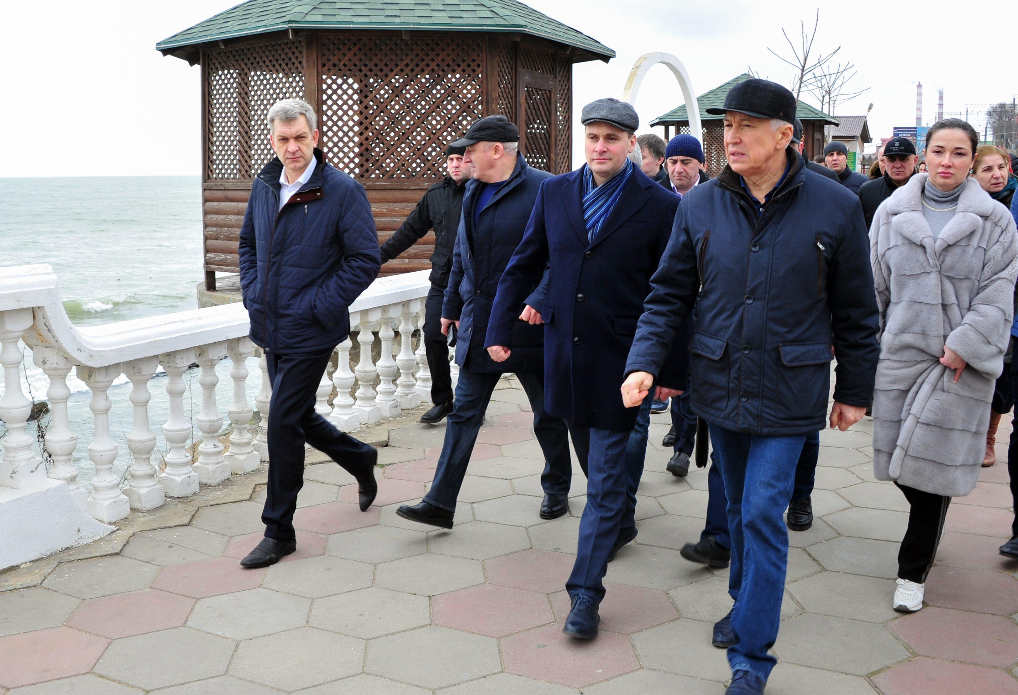 Владимир Васильев проверил готовность Махачкалы к европейскому чемпионату по борьбе