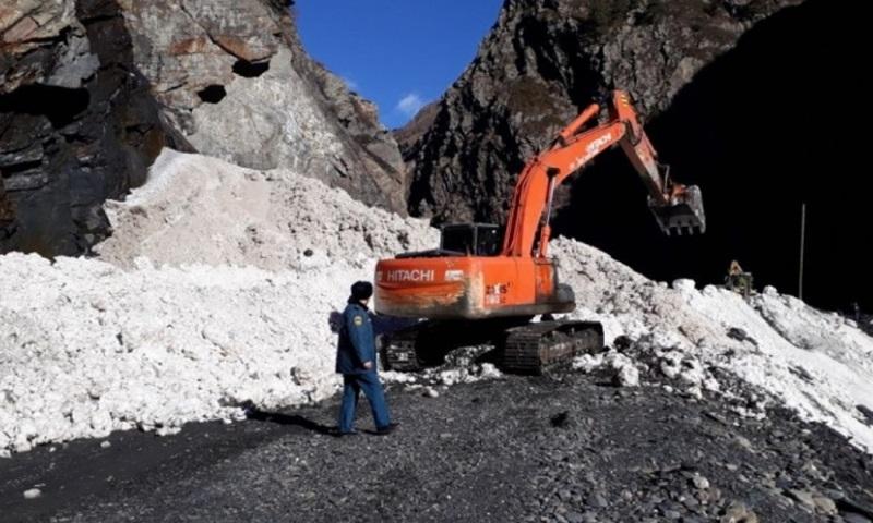 Расчищена автодорога в Цунтинском районе