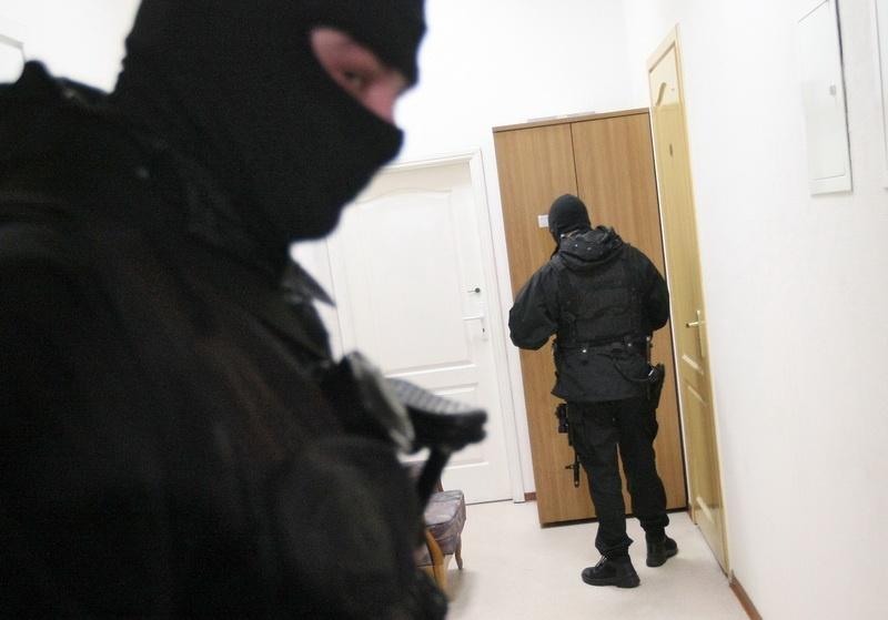 При обыске в кабинетах дагестанской таможни изъято более 1 млн рублей